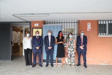 Begoña Villacís, acompañada por el delegado de Economía, Innovación y Empleo, Miguel Ángel Redondo, y el concejal de Hortaleza, Alberto Serrano, ha presentado el Espacio Santiago Apóstol de la Agencia para el Empleo de Madrid, el primer centro de formación de la agencia en el distrito de Hortaleza.