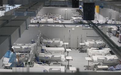 En estos momentos cuenta con 528 camas de hospitalización y 16 de UCI con presión negativa y que permite el tratamiento cualquier virus.