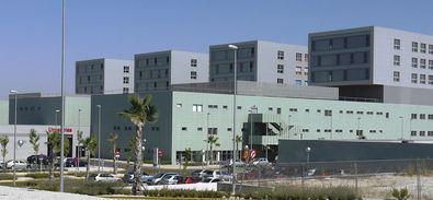 Según ha informado el PSOE en un comunicado, han registrado esta pregunta para saber cuál es el destino de la cuarta torre, cerrada desde la inauguración del Hospital, desde el año 2012.