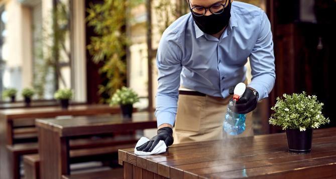 La Comunidad de Madrid amplía desde este viernes el número de comensales en las terrazas, que pasa de cuatro a un máximo de seis personas por mesa, mientras que se mantiene el límite de cuatro comensales en el interior de los establecimientos.