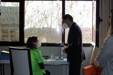 En el hotel, los usuarios permanecen en cuarentena en sus habitaciones y cuentan con cobertura de sus necesidades básicas.