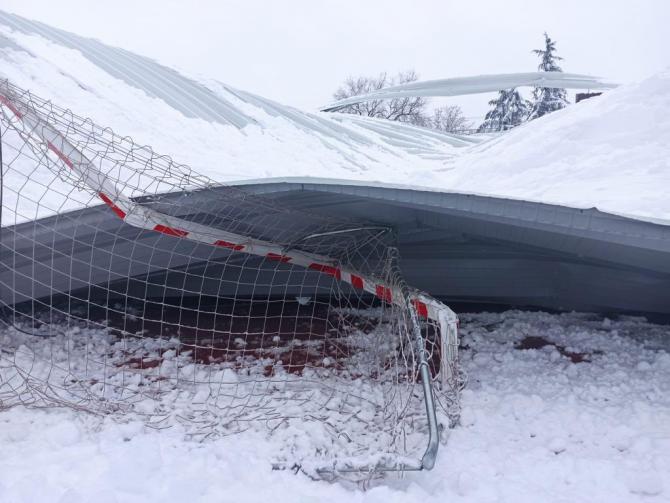 Los techos de varias instalaciones deportivas de Hortaleza se vienen abajo por la nieve