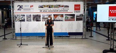 La viceconsejera de Transportes, Movilidad e Infraestructuras, Consolación Pérez Esteban, durante el acto de conmemoración del aniversario de esta infraestructura intermodal, precursora en su especie.