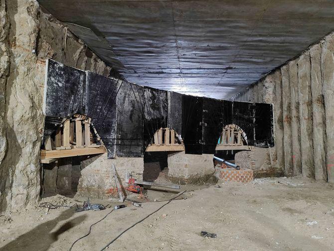 Los restos fueron encontrados durante la excavación bajo la losa del túnel de Ferraz, al final de la calle de Ventura Rodríguez. Desde los primeros hallazgos, en agosto de 2019, Ayuntamiento y Comunidad han trabajado de la mano con el objetivo común de conservar el patrimonio y ponerlo en valor.