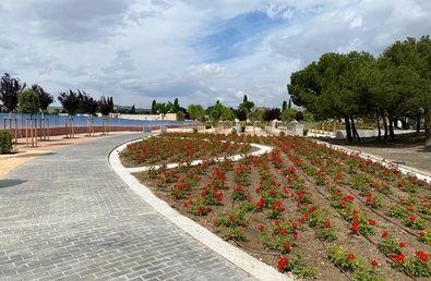 Ambos camposantos, el de La Almudena y el Sur, contaban ya con espacios dedicados al esparcimiento de cenizas, pero ahora se han ampliado siguiendo diseños paisajísticos y medioambientales.