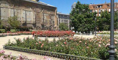 El jardín, de algo más de 4.000 metros cuadrados, se encuentra justo al lado de la Real Basílica de San Francisco el Grande, el mismo lugar que en su día ocupó un convento.