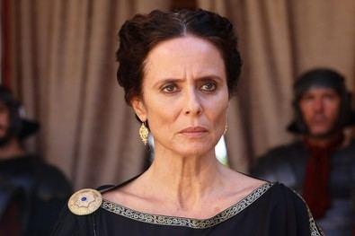 Aitana Sánchez-Gijón encabeza el reparto de 'El corazón del Imperio' dando vida a Julia Mesa, la primera mujer que fue admitida en el Senado y participó de la vida política con un cargo similar a los de los hombres.