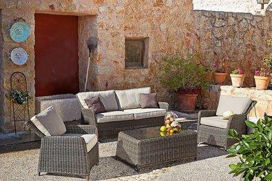 Tenga los metros que tenga, te damos opciones para aprovecharla al máximo: los muebles apilables y plegables se adaptarán a tu espacio y necesidades, perfectos para las terrazas más pequeñas.
