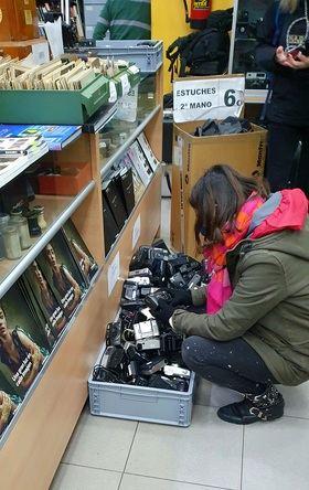 Andrea Levy visita la zona del Rastro para conocer la situación de los comerciantes