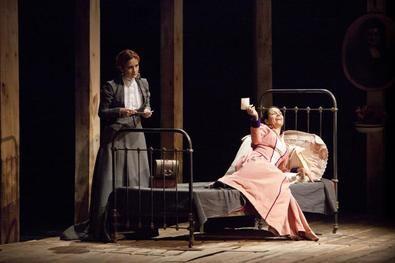 En el centenario de la muerte de la escritora, Secuencia 3 lleva al escenario este montaje dirigido por Helena Pimenta en la versión que ha realizado Eduardo Galán.