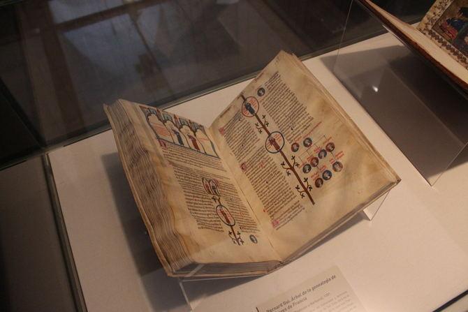 Todos los ejemplares pertenecen a esta institución y son una muestra de los más de 800 manuscritos iluminados que se conservan en la BNE desde los comienzos de la Real Biblioteca.
