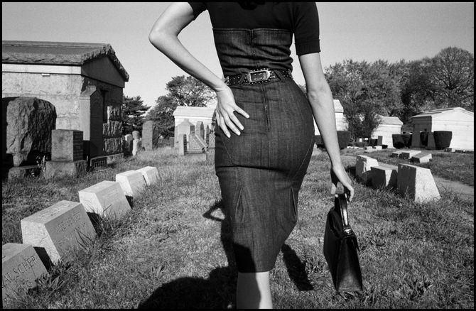 'Sesión fotográfica para Funeral de la Mafia'. Queens, Nueva York, EE.UU. Bruce Gilden / Magnum Photos 2005.