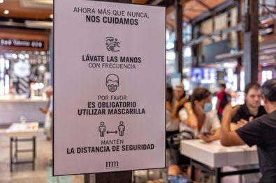 El Mercado de San Miguel abre de nuevo sus puertas para continuar ofreciendo a ciudadanos y visitantes una de las mejores propuestas gastronómicas de la capital, con todas las garantías de seguridad e higiene.