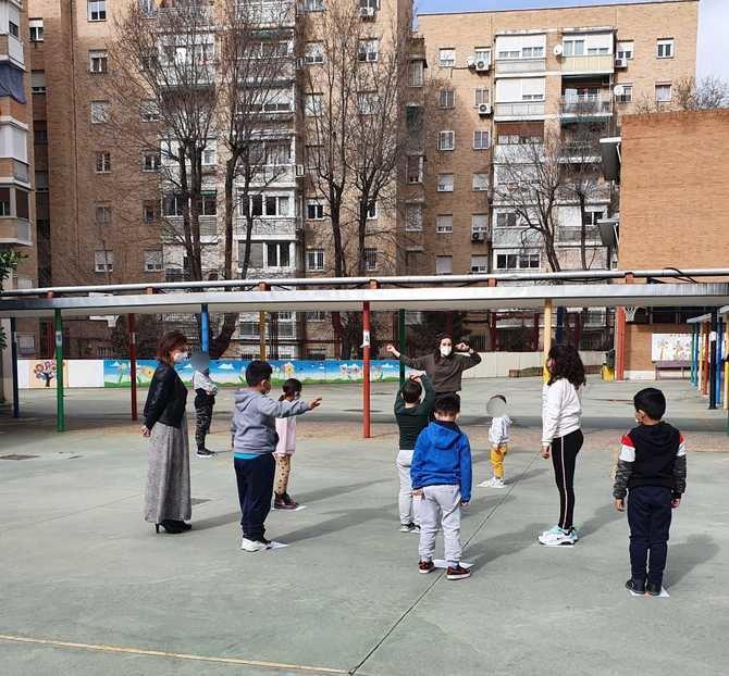Este curso se han ofertado 30 plazas para alumnos de 3 a 12 años, repartidos en tres grupos de diez alumnos por centro escolar, que se han cubierto.