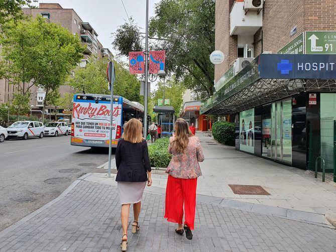 'Comercio de Moratalaz, todo lo que necesitas está cerca de ti' es una iniciativa de la junta municipal que contará con banderolas alusivas en la calle Camino de los Vinateros y avenida de Moratalaz.