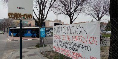 Pancarta en Hortaleza que llama a la partipación en la manifestación del sábado.