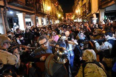 La Universidad de Alcalá (UAH) acoge, desde este jueves, la exposición 'Diez años de la Marcha Zombie', un recorrido fotográfico por las distintas marchas celebradas desde el año 2011.