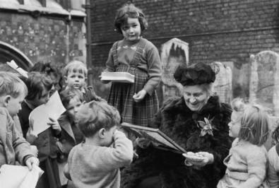Montessori quería transmitir a los niños, por encima de todo, el sentimiento de que podían actuar y pensar sin depender constantemente de los adultos, de tal forma que aprendieran a ser curiosos, creativos y a pensar por sí mismos.