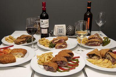 Con la gastronomía por bandera, sus cachopos rinden homenaje a las regiones del Norte ('Asturias', 'Cantábrico', 'Clásico') y del Sur ('Andalucía'), sin olvidar la Meseta ('La Mancha', 'Pancipelao'). También pueden pedirse a domicilio (Just Eat) y para llevar (91 477 79 20).