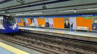 El transporte por metro disminuye un 50,8% en tasa anual. El metro de Sevilla presenta el mayor descenso, del 60,4%, y el de Bilbao el menor, del 40,6%. Madrid cayó un 50,9% y Barcelona 51,7%.