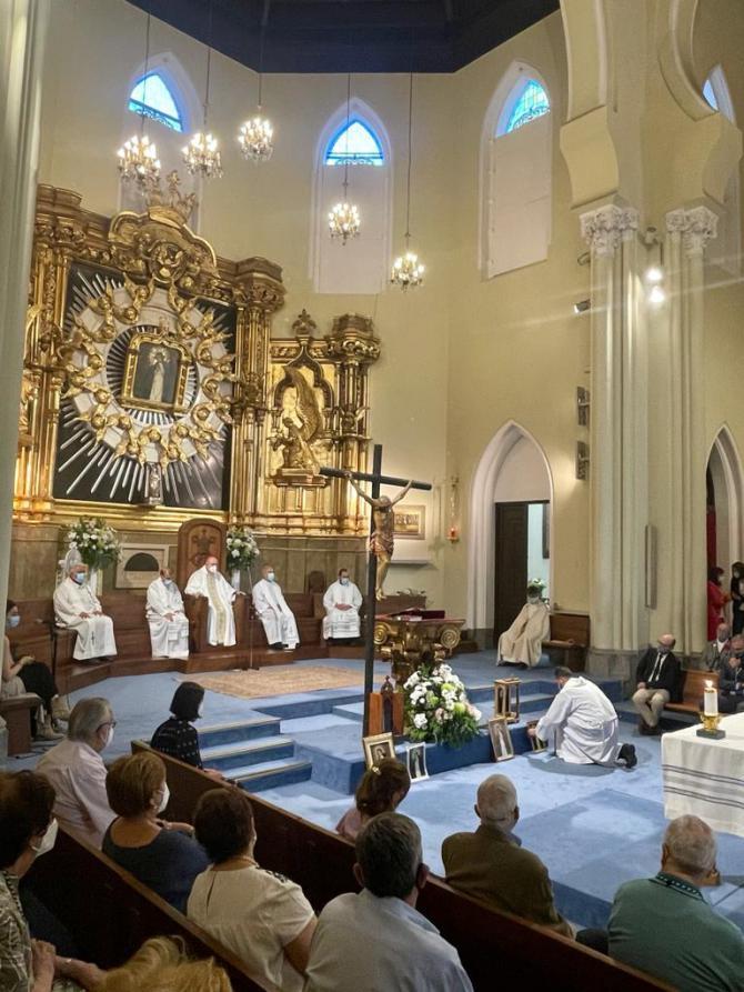 Osoro ha inaugurado un mosaico dedicado a la Virgen de la Paloma y ha rezado por las víctimas de la explosión de gas