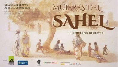 Irene López de Castro, pintora española de trayectoria internacional, lleva más de treinta años viajando, pintando y exponiendo su obra inspirada en el Sahel en España y otros países.