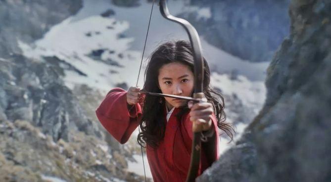 'Mulan', una de las superproducciones más esperadas en Hollywood, iba a proyectarse en cines de todo el mundo el 27 de marzo, pero su estreno fue pospuesto en pleno pico de la pandemia y desde entonces ha encadenado aplazamientos de mes en mes.