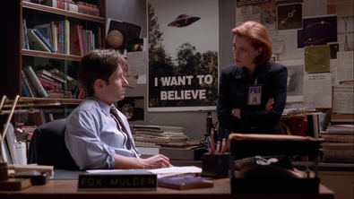 Desde su primera temporada, emitida en 1993, la frase 'I want to believe' (Quiero creer) del poster del despacho de Mulder acompaña a 'Expediente X'.
