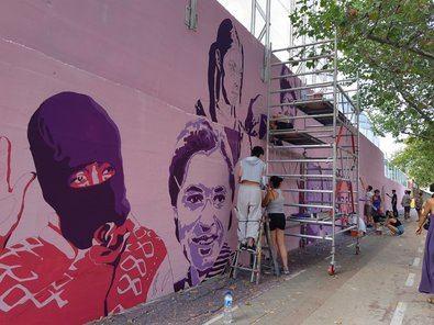 Izquierda Unida Madrid ha compartido la convocatoria, que emplaza a congregarse a las 19.00 horas frente a la obra, elaborada por Unlogic Crew, bajo el lema 'El mural no se toca'.