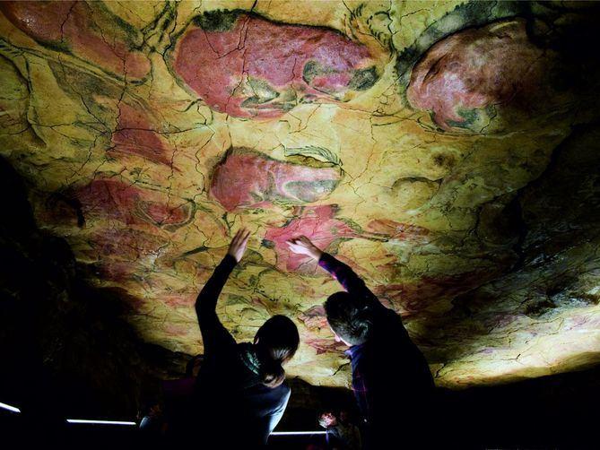 El Itinerario Cultural del Consejo de Europa Caminos del Arte Rupestre Prehistórico ofrece en España más de 100 grandes destinos rupestres de gran interés científico, cultural, artístico y arqueológico, agrupados en 15 rutas regionales, todos ellos abiertos al conocimiento y disfrute de la sociedad española, europea y mundial.