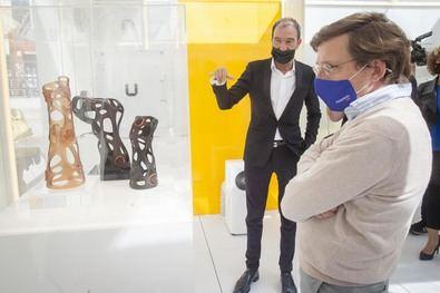El alcalde ha destacado el objetivo de este museo efímero, con el que se pretende 'conocer y concienciar', puesto que 'la sostenibilidad es una cuestión esencial que alcanza al conjunto de la sociedad'.