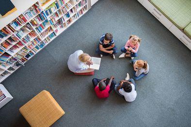 Este proyecto se implementará en las aulas de segundo Ciclo de Educación Infantil (de 3 a 6 años), con tres sesiones a la semana de media hora cada una, apoyándose en libros de cuentos originales.