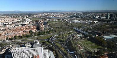 Esta reordenación, que se mantendrá aproximadamente hasta el mes de octubre, permitirá ejecutar la primera fase del paso inferior que recogerá el tráfico del paseo de la Castellana en dirección a la avenida de la Ilustración por la M-30.