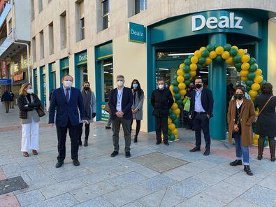 El delegado del Área de Economía, Innovación y Empleo y presidente de la Agencia para el Empleo de Madrid, Miguel Ángel Redondo, ha asistido a la apertura de una nueva tienda Dealz en Madrid, con la que se ha colaborado en la contratación de 25 personas.