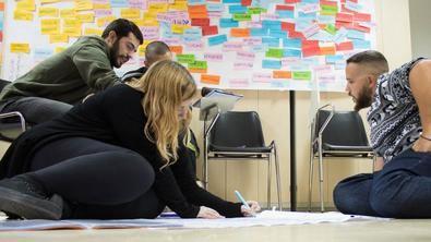 La oferta de formación, que a lo largo de este año contempla 46 cursos para alrededor de 1.400 jóvenes, pretende dotar de recursos, técnicas y modelos, así como actualizar los conocimientos de los jóvenes.