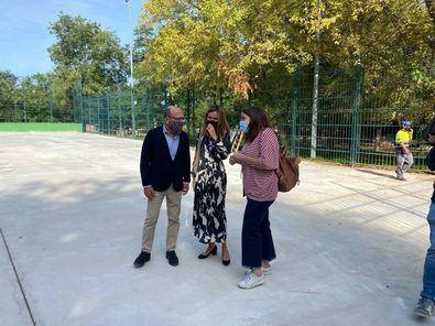 El concejal del distrito de Centro, José Fernández, ha visitado las obras que se están realizando en la Instalación Deportiva Básica Parque de Atenas.
