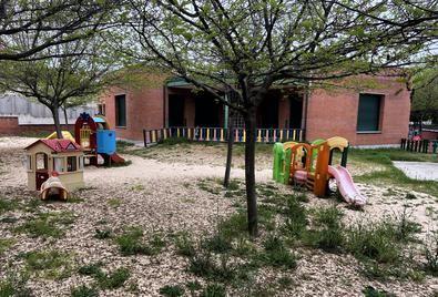 Los campamentos propuestos se realizarían en los mismos centros escolares durante el mes de julio de 2020, con educadores, dinamizadores de ocio y tiempo libre y psicólogos infantiles.