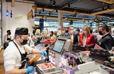 En 'Alimentos a la madrileña' de los supermercados Sánchez Romero participan 53 proveedores, de los que 29 son nuevos en estos supermercados.