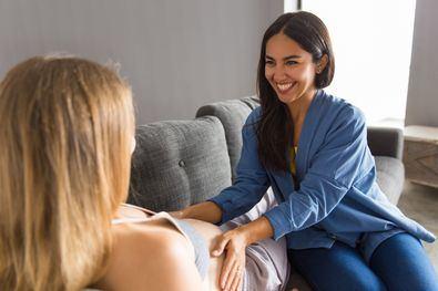 Entre las alternativas que las parejas de mujeres tienen para ser madres se encuentra -junto con la Inseminación Artificial y la Fecundación In Vitro con semen de donante- el Método ROPA -recepción de óvulos de la pareja-, que permite a ambas miembros de la pareja participar activamente en el embarazo.