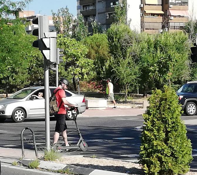 Carabante ha compartido la preocupación por la indisciplina viaria, lo que le ha llevado a apuntar que en la próxima ordenanza se regulará y ordenará el estacionamiento de los nuevos modos de movilidad, además de incluir las correspondientes sanciones.