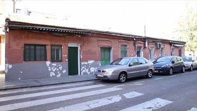 Este conjunto arquitectónico formó parte de las primeras viviendas que se construyeron en Madrid para alquilar a familias de extracción humilde, a principios del siglo XX, tras la aprobación de la Ley de casas baratas, promulgada por Alfonso XIII, en junio de 1911.