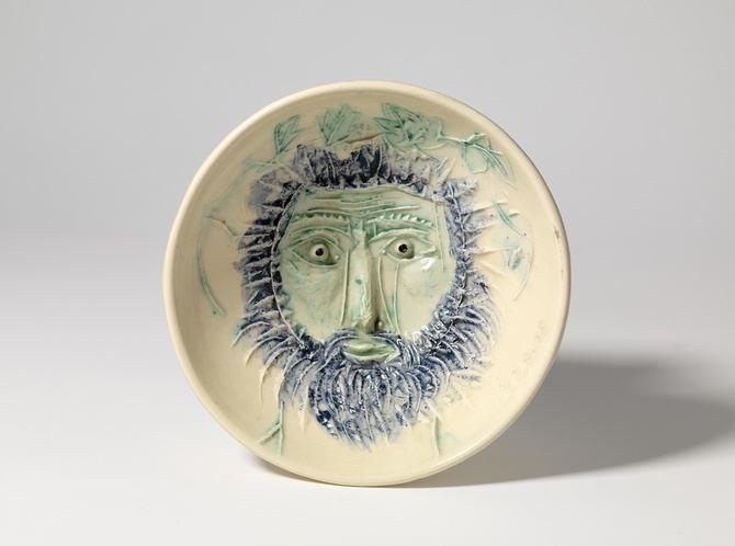 Su producción se estima en unas 4.000 piezas, de las cuales 633 fueron objeto de ediciones de cerámicas múltiples.
