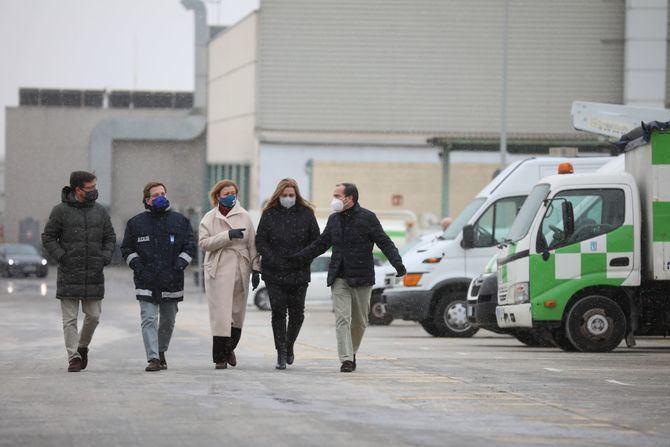 En la visita, el Alcalde ha estado acompañado de los delegados de las áreas de Medio Ambiente y Movilidad, Borja Carabante; Portavoz, Emergencias y Seguridad, Inmaculada Sanz; y Obras y Equipamientos, Paloma García Romero.