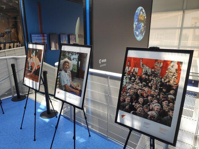 Los asistentes al acto han podido visionar en la sala de proyecciones un vídeo-resumen de la vida del astronauta, así como visitar una exposición que recorre momentos de Yuri Gagarin en diferentes facetas de su vida.