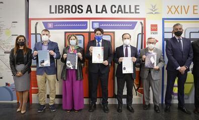 Los consejeros de Transportes e Infraestructuras, David Pérez y de Cultura, Turismo y Deporte, Marta Rivera de la Cruz, han presentado el Plano en la estación de Metro de Nuevos Ministerios.