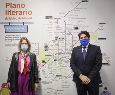 La particularidad de esta acción reside en que las estaciones de Metro cambian de nombre en favor de los de los títulos literarios favoritos de lectores y viajeros, que durante este pasado verano han participado en el concurso realizado por la Asociación de Editores de Madrid y Metro Elige tu destino.