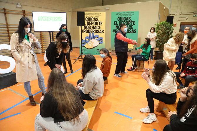 """Villacís celebra que el programa """"se haya convertido en un referente para incentivar el deporte en niñas y adolescentes madrileñas""""."""