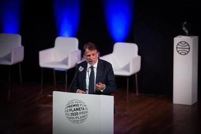 El galardón está dotado con 601.000 euros, para la obra ganadora, y 150.250 euros, para la finalista, y las 654 novelas que se han presentado suponen el récord de participación.