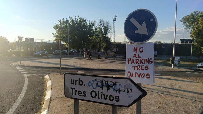 Vecinos del barrio de Tres Olivos, en Fuencarral-El Pardo, ha anunciado que no pondrán las mesas informativas en las que pretendían informar sobre su rechazo al parking proyectado por el Ayuntamiento.