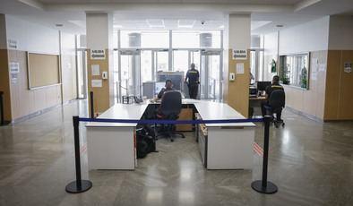 Alberga 54 juzgados de instrucción, seis de vigilancia penitenciaria y, de media, lo visitan 3.000 personas al día.